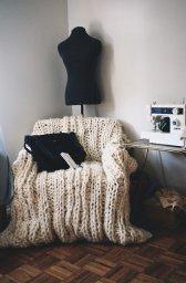 Вязание в интерьере - накидка на кресло